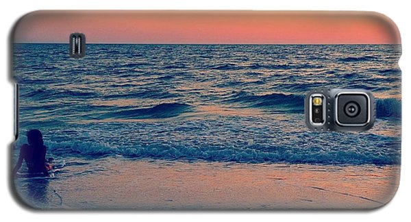 Galaxy S5 Case featuring the photograph A Moment To Remember by Melanie Moraga