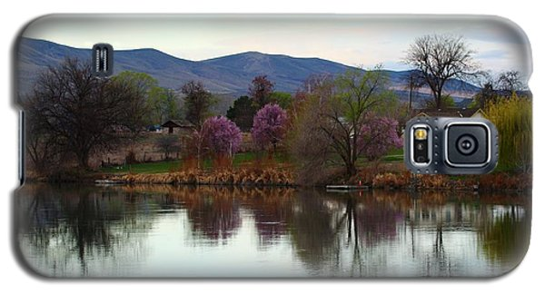 Galaxy S5 Case featuring the photograph A New Day by Lynn Hopwood