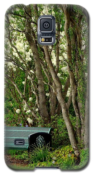 Galaxy S5 Case featuring the photograph A Place To Sit by Rodney Lee Williams