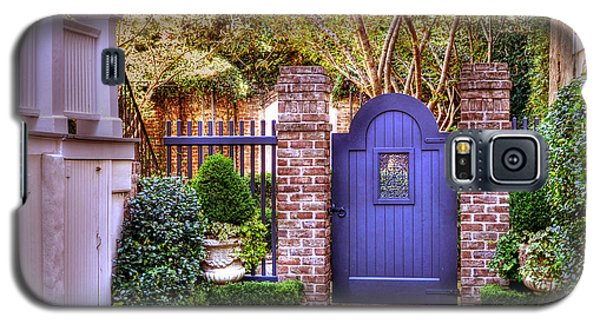 A Private Garden In Charleston Galaxy S5 Case by Kathy Baccari