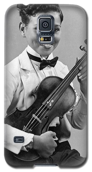 Violin Galaxy S5 Case - A Proud And Elegant Violinist by Underwood Archives