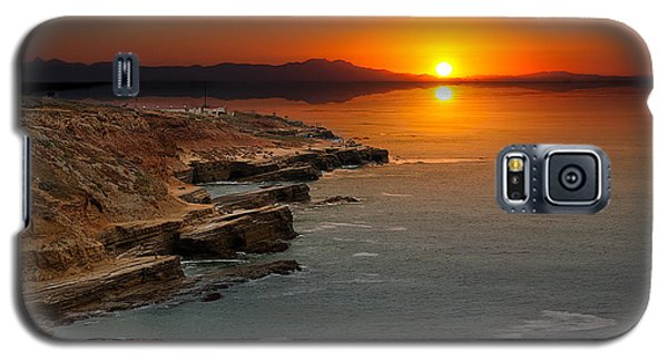 Galaxy S5 Case featuring the photograph A Sunset by Lynn Geoffroy