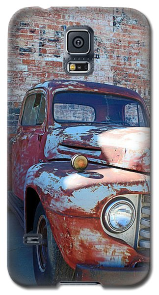 Galaxy S5 Case featuring the photograph A Truck In Goodland by Lynn Sprowl