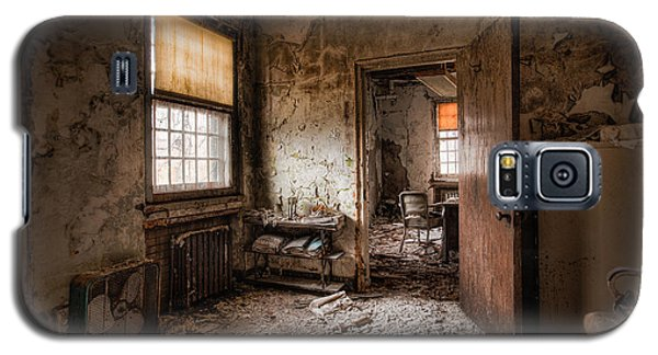 Abandoned Asylum - Haunting Images - What Once Was Galaxy S5 Case