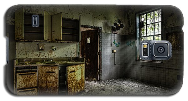 Abandoned Building - Old Asylum - Open Cabinet Doors Galaxy S5 Case