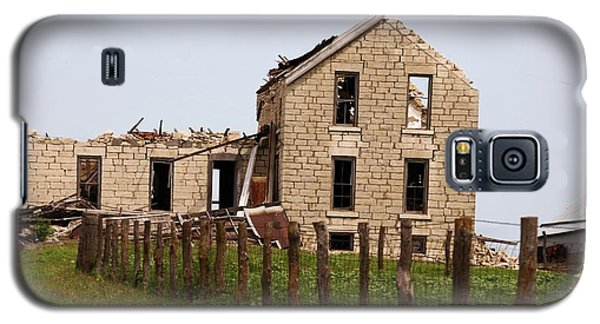 Galaxy S5 Case featuring the photograph Abandoned Farm House by Mark McReynolds