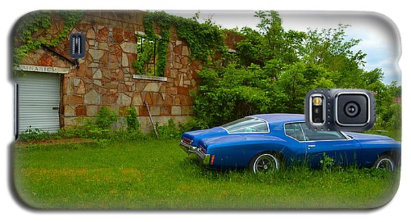 Galaxy S5 Case featuring the photograph Abandoned Gym And Car by Utopia Concepts