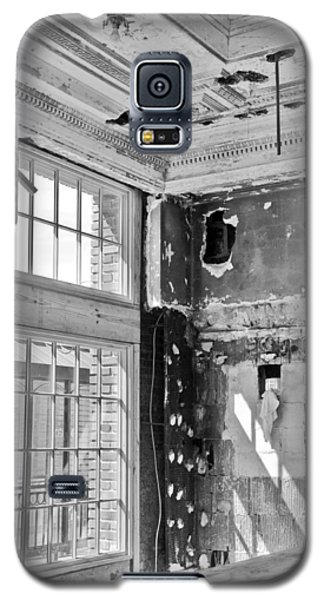 Abandoned Memories Galaxy S5 Case by Davina Washington
