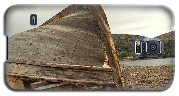 Abandoned Nafplio Fishing Boat Galaxy S5 Case by Deborah Smolinske