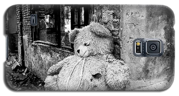 Galaxy S5 Case featuring the photograph Abandoned Teddy Bear II by Dean Harte