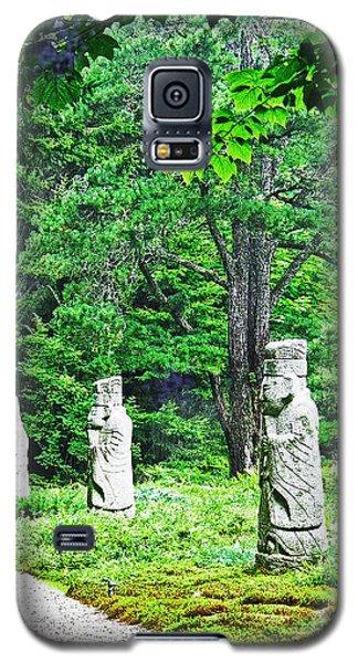 Galaxy S5 Case featuring the digital art Abby Aldrich Rockefeller Garden Path Statuary by Lizi Beard-Ward