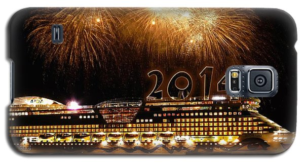 Galaxy S5 Case featuring the photograph Aida Cruise Ship 2014 New Year's Day New Year's Eve by Paul Fearn