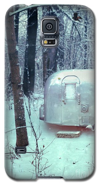 Airstream Trailer In Snowy Woods Galaxy S5 Case