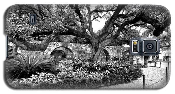 Galaxy S5 Case featuring the photograph Alamo Grounds by Ricardo J Ruiz de Porras