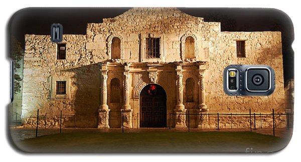 Alamo Mission Entrance Front Profile At Night In San Antonio Texas Galaxy S5 Case by Shawn O'Brien