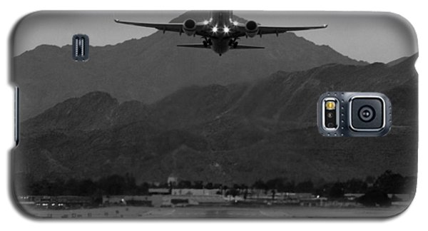 Airplane Galaxy S5 Case - Alaska Airlines Palm Springs Takeoff by John Daly