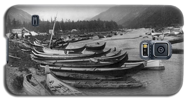Galaxy S5 Case featuring the photograph Alaska Canoes, C1897 by Granger