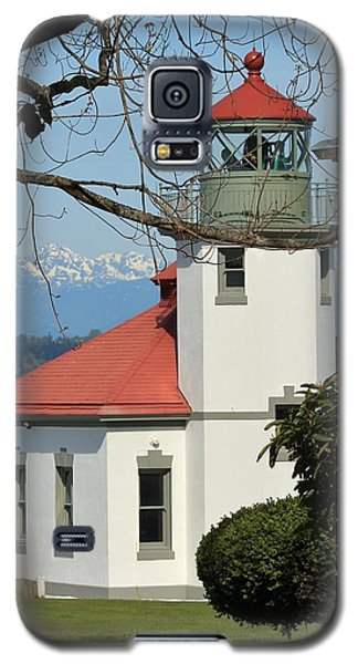Galaxy S5 Case featuring the photograph Alki Lighthouse by E Faithe Lester