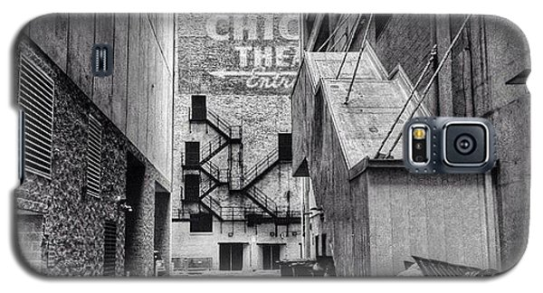 City Galaxy S5 Case - Alley By The Chicago Theatre #chicago by Paul Velgos