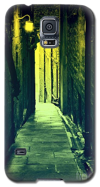Galaxy S5 Case featuring the photograph Alleyway by Craig B