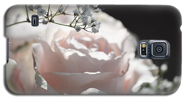 Almost White Roses Galaxy S5 Case