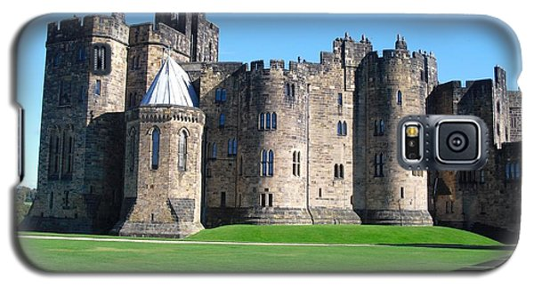 Galaxy S5 Case featuring the photograph Alnwick Castle Castle Alnwick Northumberland by Paul Fearn