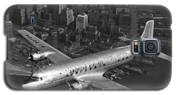American Dc-6 Flying Over Nyc Galaxy S5 Case