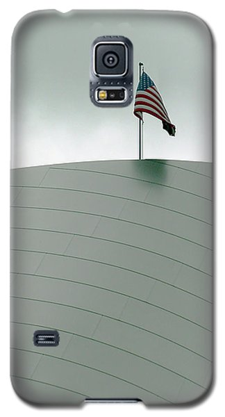 American Flag On Modern Museum In La Galaxy S5 Case