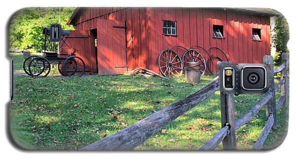 Amish Barn Along A Fenceline Galaxy S5 Case