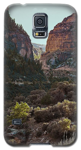 Galaxy S5 Case featuring the photograph Ancient Walls In Wyoming by Karen Musick