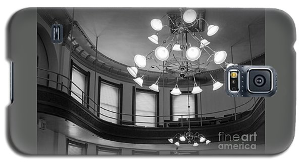 Antique Chandelier In Old Courtroom Galaxy S5 Case