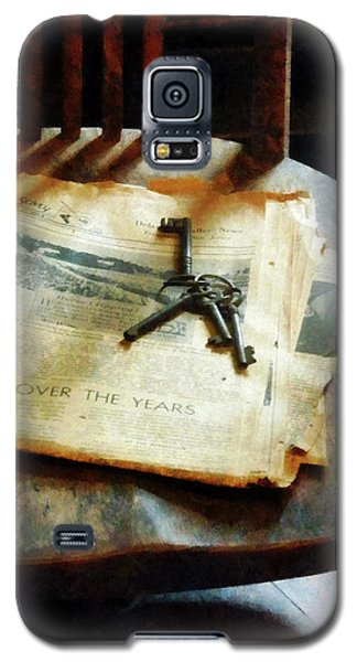Galaxy S5 Case featuring the photograph Antique Keys On Newspaper by Susan Savad