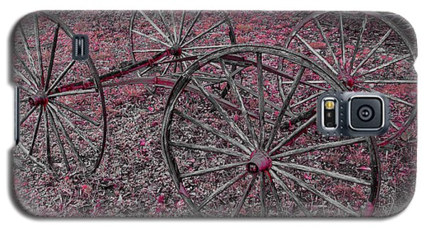 Galaxy S5 Case featuring the photograph Antique Wagon Wheels by Sherman Perry
