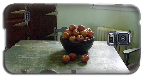 Galaxy S5 Case featuring the photograph Apples by Valerie Reeves