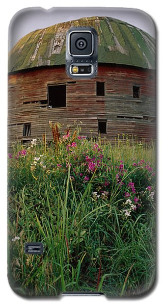 Arcadia Round Barn And Wildflowers Galaxy S5 Case