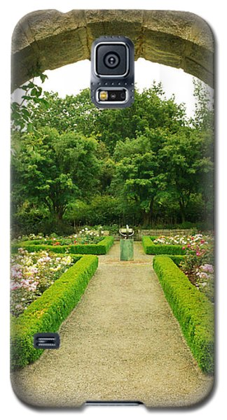 Arch To The Rose Garden Galaxy S5 Case by Maria Janicki