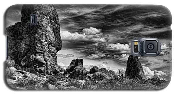 Galaxy S5 Case featuring the photograph Arches National Park by Shirley Mangini