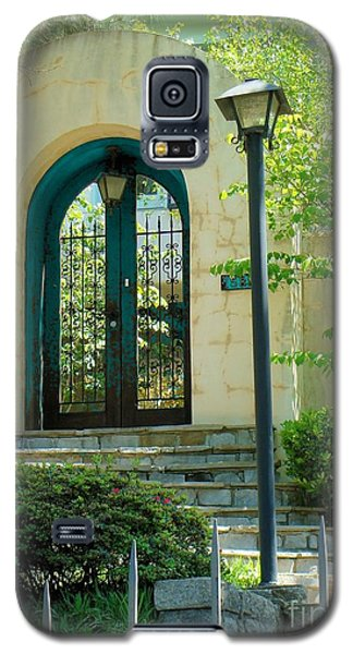 Archway In Swan Lake Galaxy S5 Case by Janette Boyd