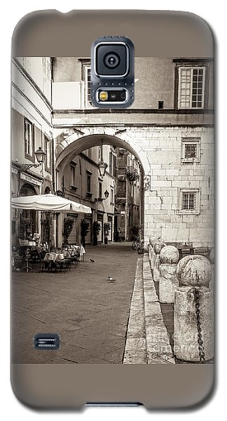 Archway Over Street Galaxy S5 Case