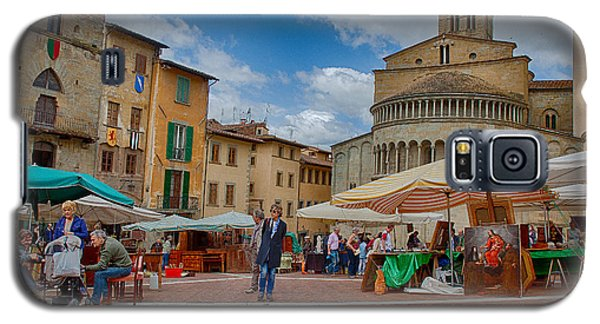 Galaxy S5 Case featuring the photograph Arezzo Market Day by Uri Baruch