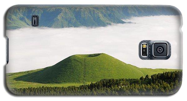 Galaxy S5 Case featuring the photograph Aso Komezuka Sea Of Clouds Cloud Kumamoto Japan by Paul Fearn