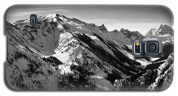 Galaxy S5 Case featuring the photograph Aspen Winter by Serge Skiba