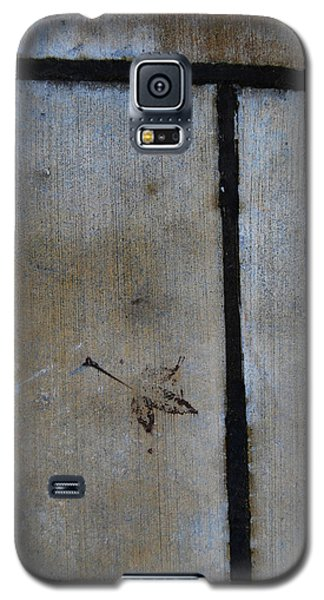 Galaxy S5 Case featuring the photograph At An Impass by Jani Freimann