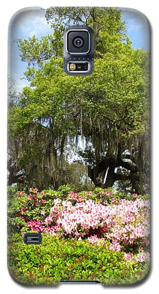 Galaxy S5 Case featuring the photograph At The Park by Beth Vincent
