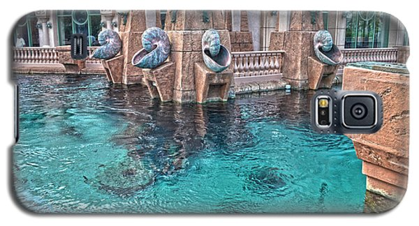 Atlantis Resort In The Bahamas Galaxy S5 Case by Timothy Lowry