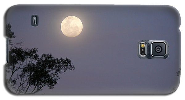 Galaxy S5 Case featuring the photograph August Moon by Evelyn Tambour