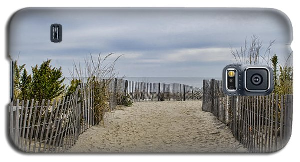 Autumn At The Beach Galaxy S5 Case by Judy Wolinsky