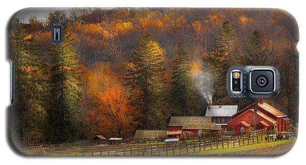 Autumn - Barn - The End Of A Season Galaxy S5 Case
