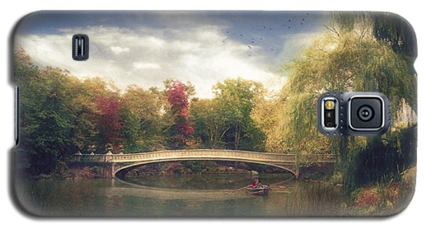 Autumn's Afternoon In Central Park Galaxy S5 Case by John Rivera