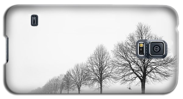 Avenue With Row Of Trees In Winter Galaxy S5 Case
